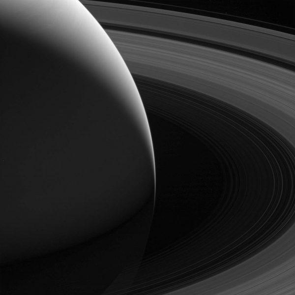 "NASA发布""卡西尼号""坠毁前拍摄的壮美土星环图像"