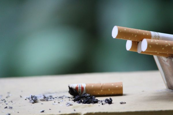 英研究:每天只抽一支烟也会显著增加心脏病危险