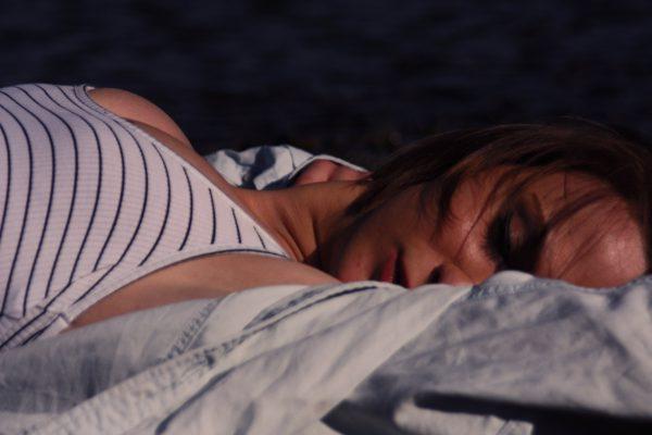 建议老年人不要吃安眠药入睡