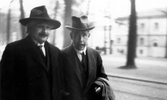 """爱因斯坦为什么不相信""""上帝会掷骰子""""?"""