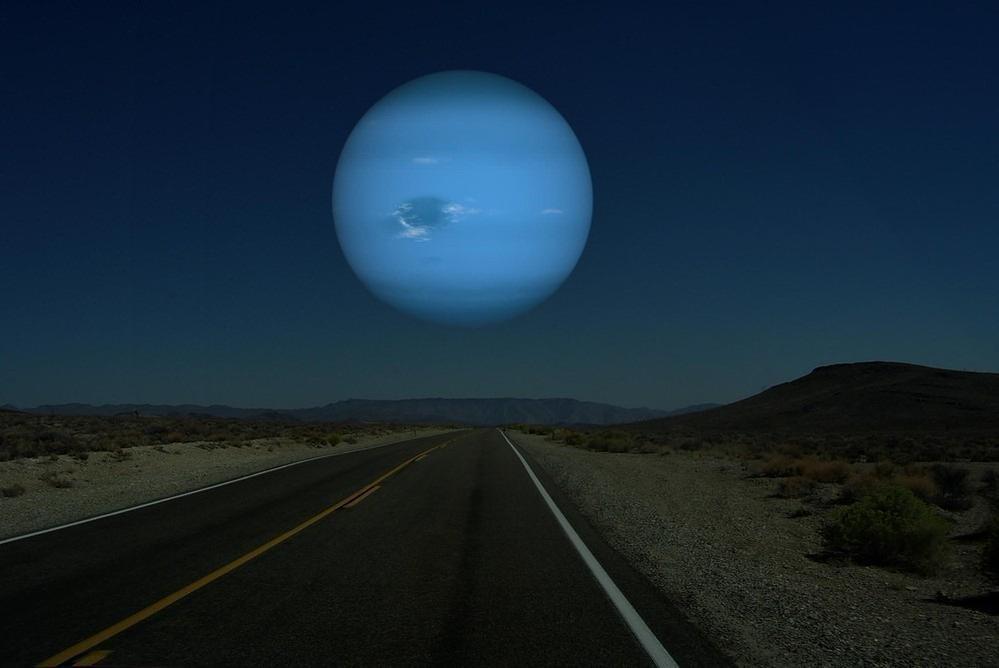 如果海王星在我们月球的距离的话,天空怎样