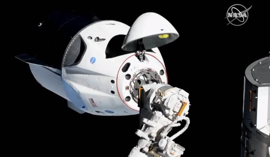 龙飞船与国际空间站对接