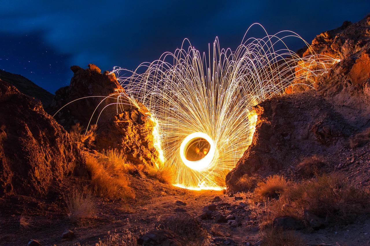 fireworks-768706_1280.jpg